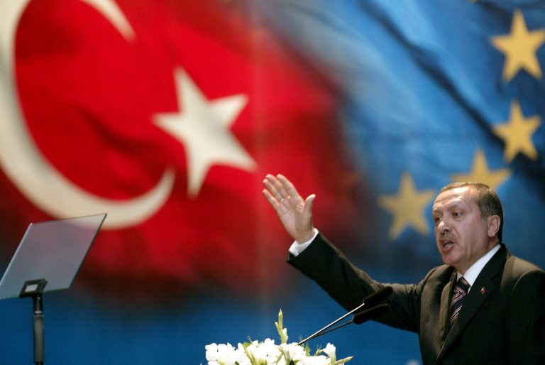 Εγκαταλείπει η Τουρκία την προσπάθεια ένταξης στην ΕΕ; | Newsit.gr