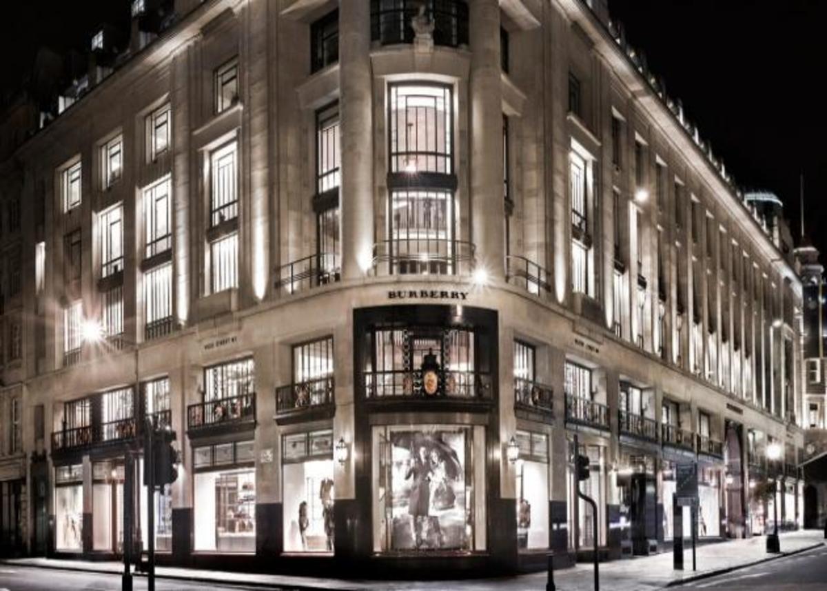 Πολυτέλεια και τεχνολογία στο νέο κατάστημα Burberry's στο Λονδίνο! | Newsit.gr