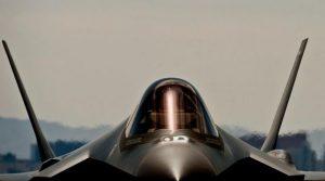 Προσοχή! Πολεμικό αεροπλάνο στην Εθνική Αθηνών – Λαμίας!