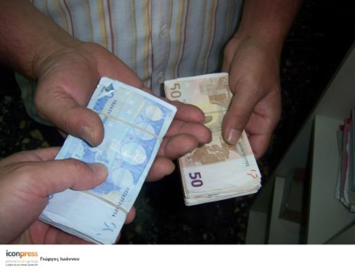 «Έδωσε» ονόματα εφοριακών που τα «έπαιρναν» | Newsit.gr