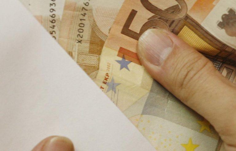 Αμφιλοχία: Της έκλεψαν φάκελο με 7.000 ευρώ! | Newsit.gr
