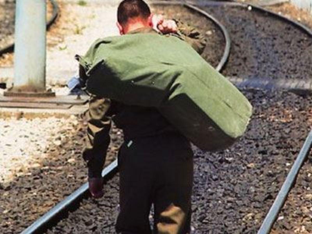 Νεοσύλλεκτοι δεν έχουν χρήματα για να πάνε να καταταγούν! Ποια είναι η λύση | Newsit.gr