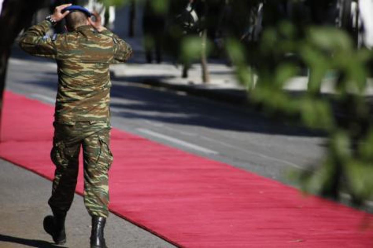 Ετοιμάζεται μεγάλη κινητοποίηση στρατιωτικών ενάντια στις «επεμβάσεις της τρόϊκας στην Άμυνα»   Newsit.gr