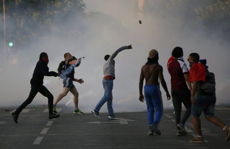 Πορτογαλία – Γαλλία: Πανικός! Δακρυγόνα στην fan zone στον Πύργο του Άιφελ (ΦΩΤΟ) | Newsit.gr