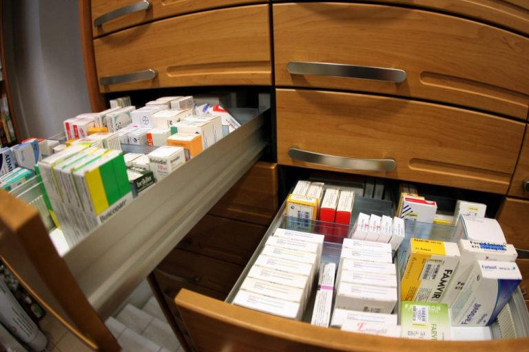 Αχαΐα: Έρευνα στα γραφεία του Φαρμακευτικού Συλλόγου για το βρεφικό γάλα | Newsit.gr