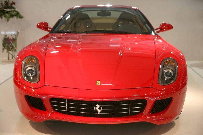 Έβρος: Ατάραχοι, γραβατωμένοι και… με κλεμμένη Ferrari! | Newsit.gr