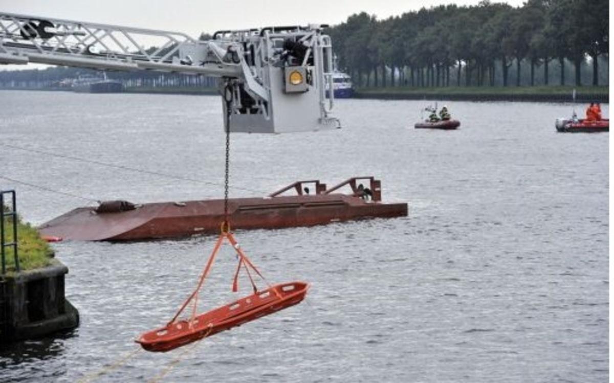 Ολλανδία: Σύγκρουση φορτηγού πλοίου με φέρρυ μπόουτ – Ένας αγνοούμενος – Δείτε το βίντεο | Newsit.gr