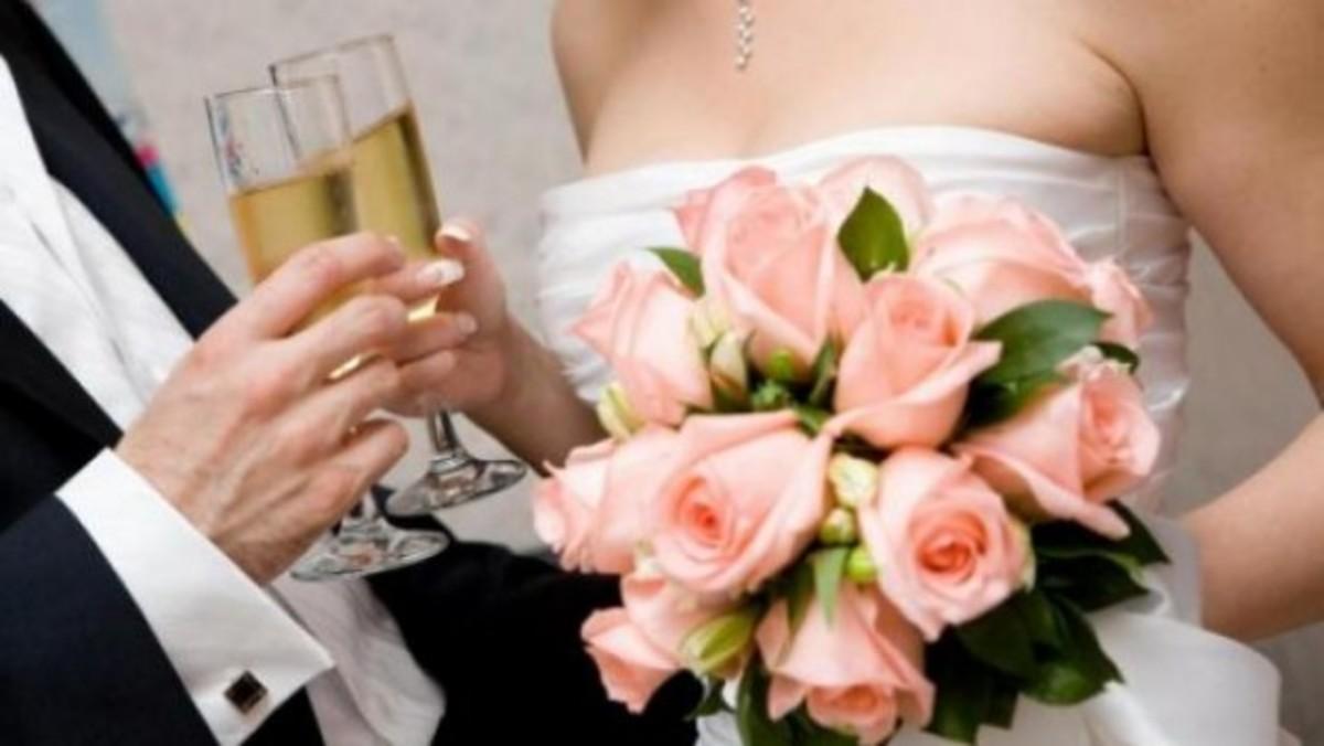 Αγρίνιο:Αυτό το γάμο δεν τον περίμεναν πως και πως μόνο οι συγγενείς! | Newsit.gr