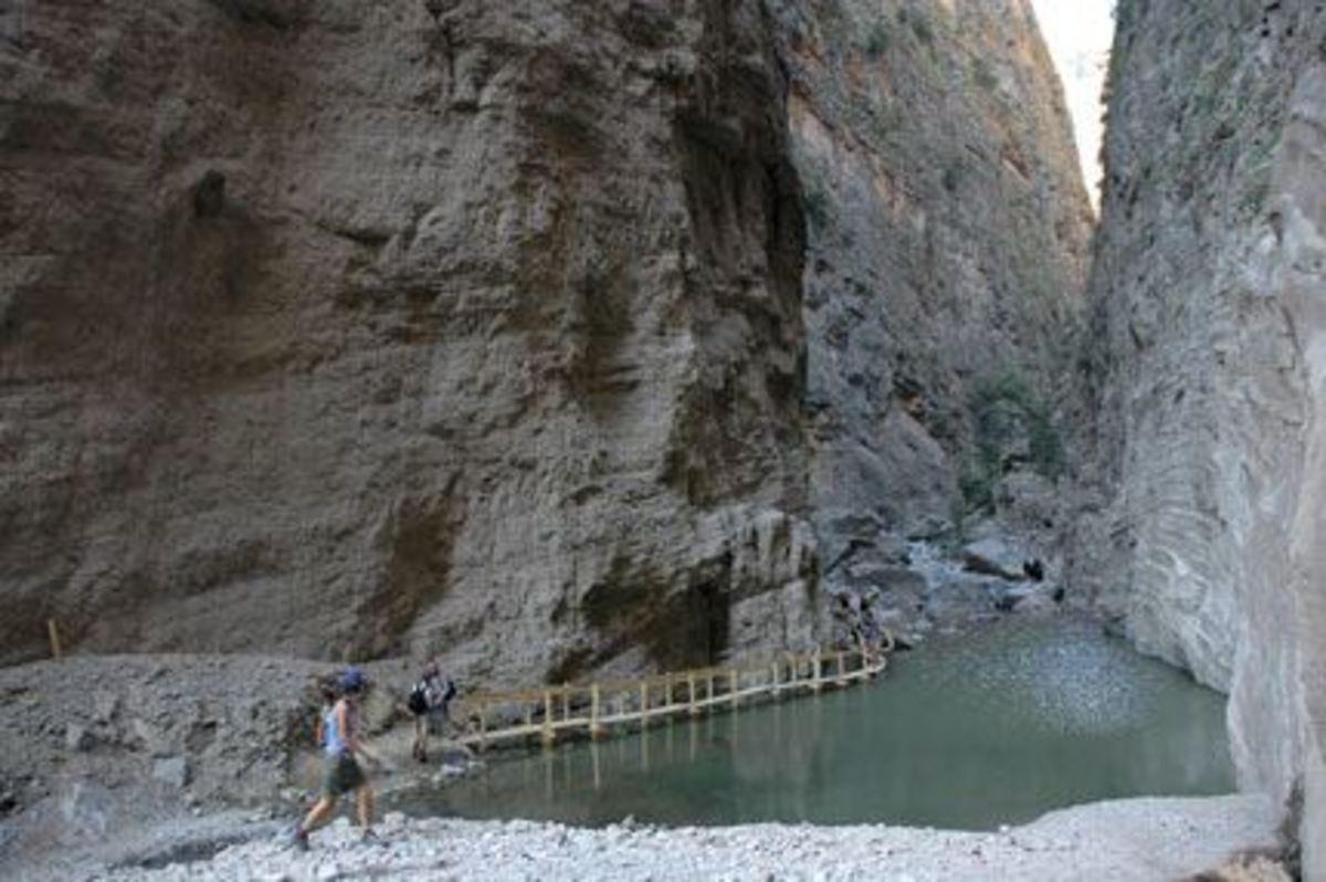 Κρήτη: Επιχείρηση διάσωσης τουρίστριας που έπαθε εγκεφαλικό στο φαράγγι της Σαμαριάς | Newsit.gr