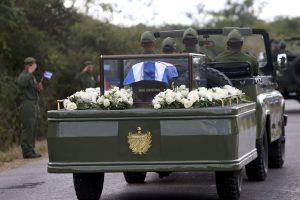 Η τέφρα του Κάστρο «συναντήθηκε» με τα λείψανα του Τσε Γκεβάρα