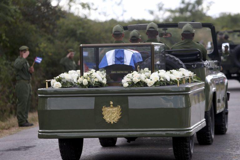 Η τέφρα του Κάστρο «συναντήθηκε» με τα λείψανα του Τσε Γκεβάρα | Newsit.gr