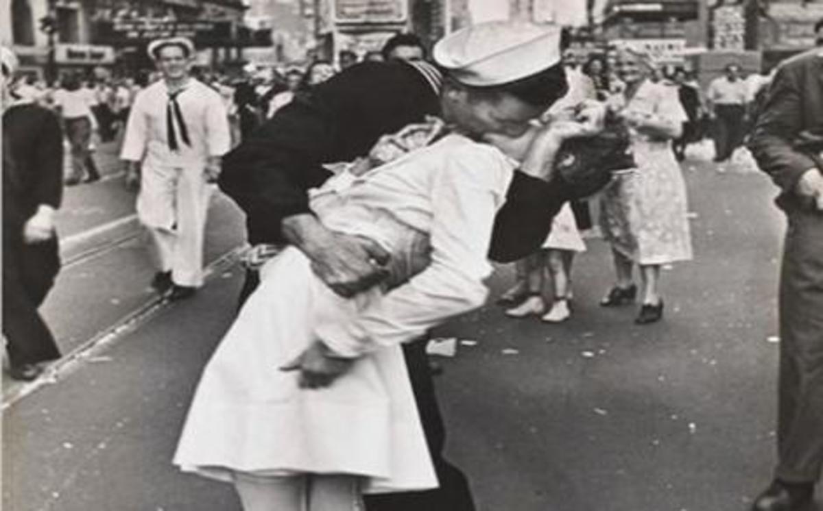 Ποιος «ναύαρχος» σταμάτησε με κανονιοφόρο υπερωκεάνιο… για ένα φιλί!!! | Newsit.gr