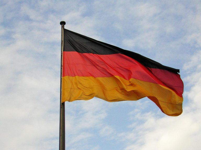 Η μισή Ευρώπη έχει κρίση και η Γερμανία πλεόνασμα 8 δισ…! | Newsit.gr