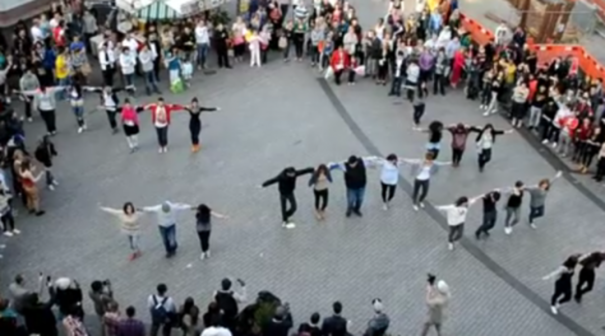 ΄Ελληνες και Κύπριοι φοιτητές από Αγγλία στέλνουν το μήνυμα -Ο Ζορμπάς μένει πάντα όρθιος!   Newsit.gr