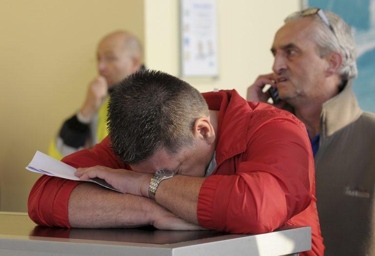 Ένταση και τραυματίες έξω από τη FORD που ετοιμάζει 6.200 απολύσεις | Newsit.gr