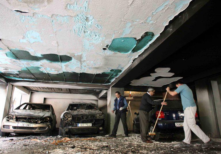 Στάχτη αυτοκίνητα, μηχανές και…σκουπίδια! | Newsit.gr