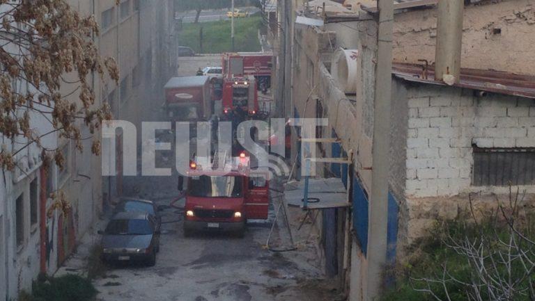 Φωτιά σε αποθήκη στον Πειραιά (ΦΩΤΟ) | Newsit.gr