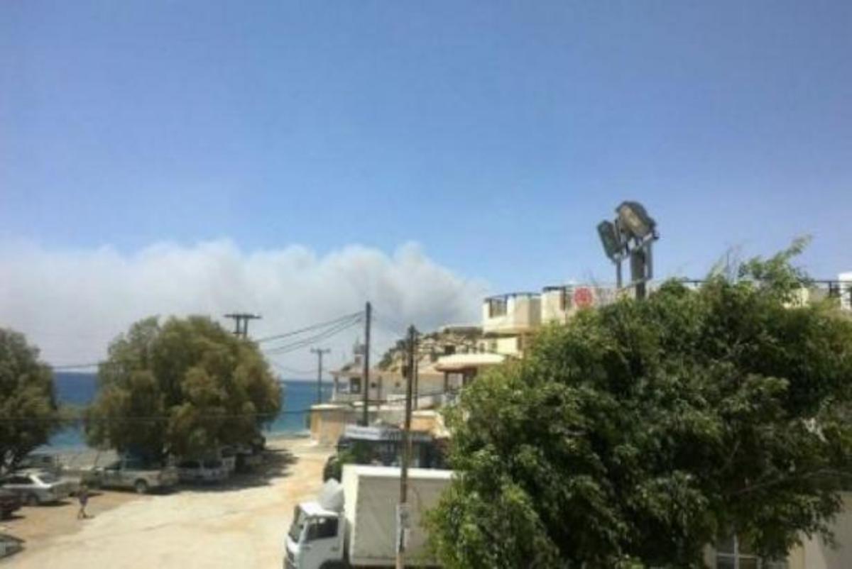 Κρήτη: Τρόμος για τουρίστες – Οι φλόγες έφτασαν σε ξενοδοχείο στο Μύρτο | Newsit.gr