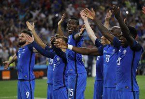 """Πορτογαλία – Γαλλία: Στους δρόμους το πούλμαν των """"τρικολόρ""""… πρωταθλητών Ευρώπης! (VIDEO)"""