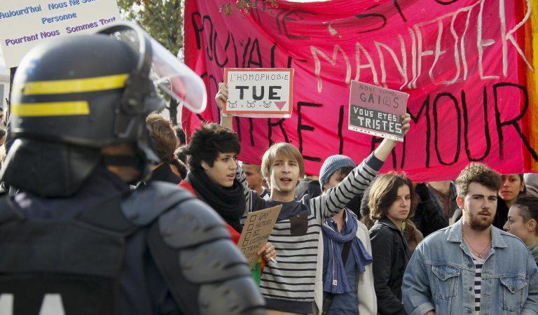 Γαλλία: Διαδηλώσεις για τους γάμους μεταξύ ομοφυλόφιλων | Newsit.gr