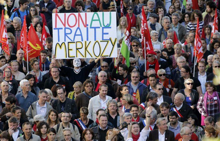 Χιλιάδες διαδηλωτές σε Παρίσι και Βρυξέλλες κατά των μέτρων λιτότητας   Newsit.gr