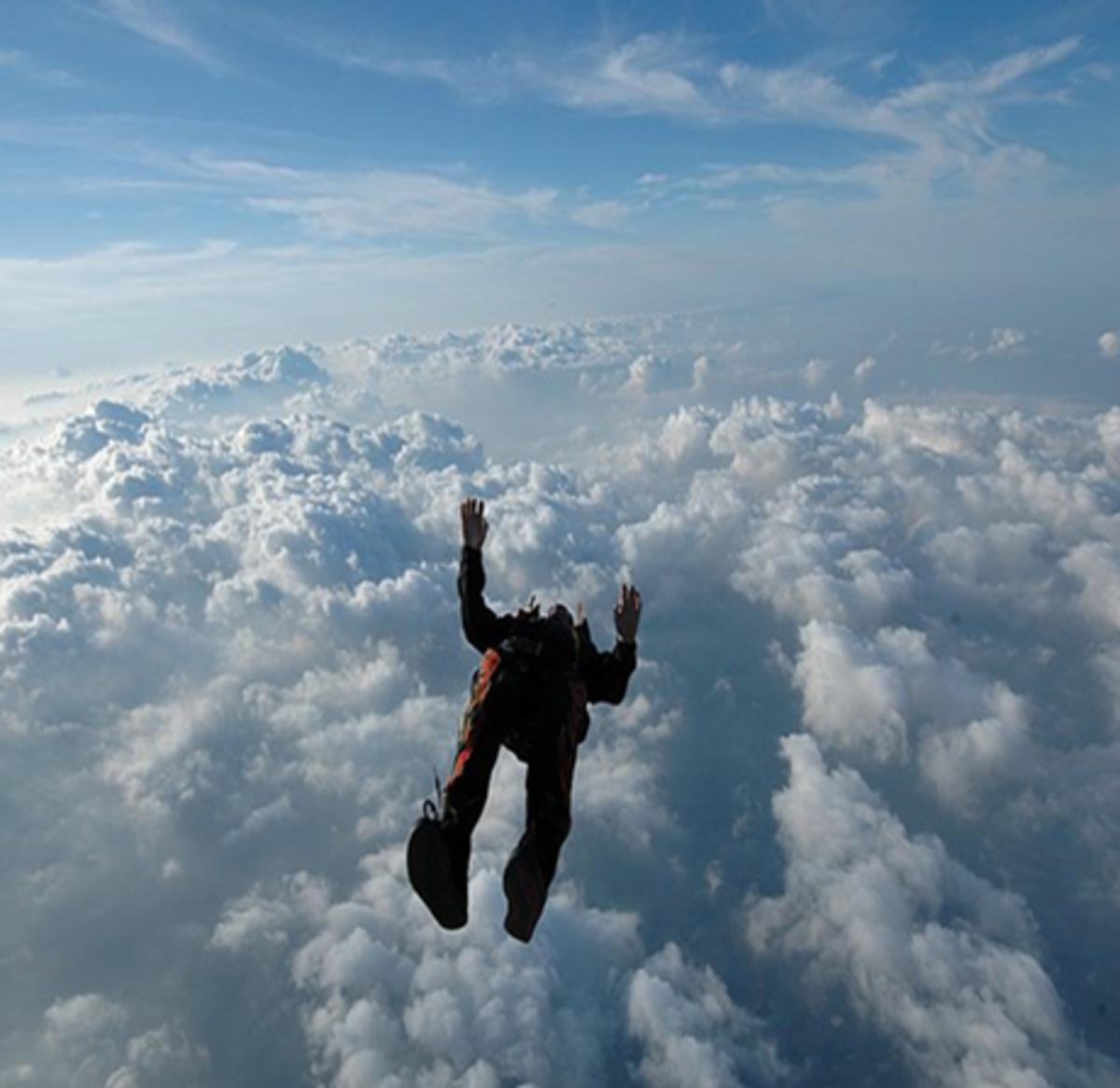 Απίστευτη ελεύθερη πτώση από ύψος 29 χιλιομέτρων! | Newsit.gr