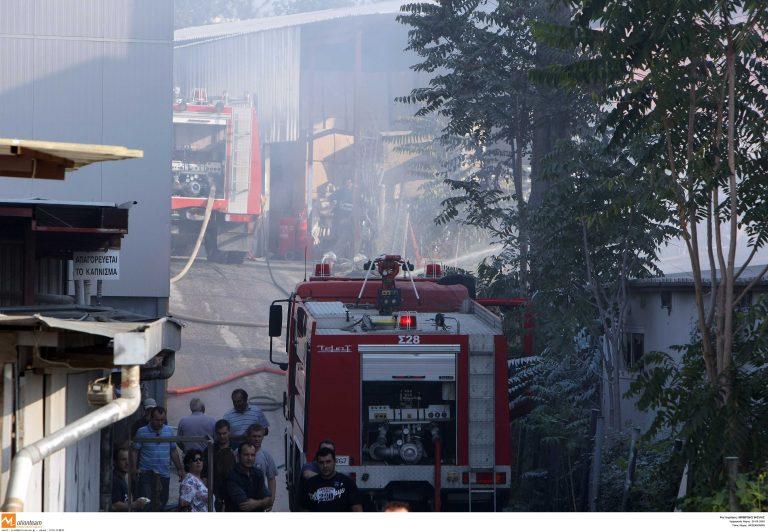 Θεσσαλονίκη: Στις φλόγες εργοστάσιο πλαστικών! | Newsit.gr