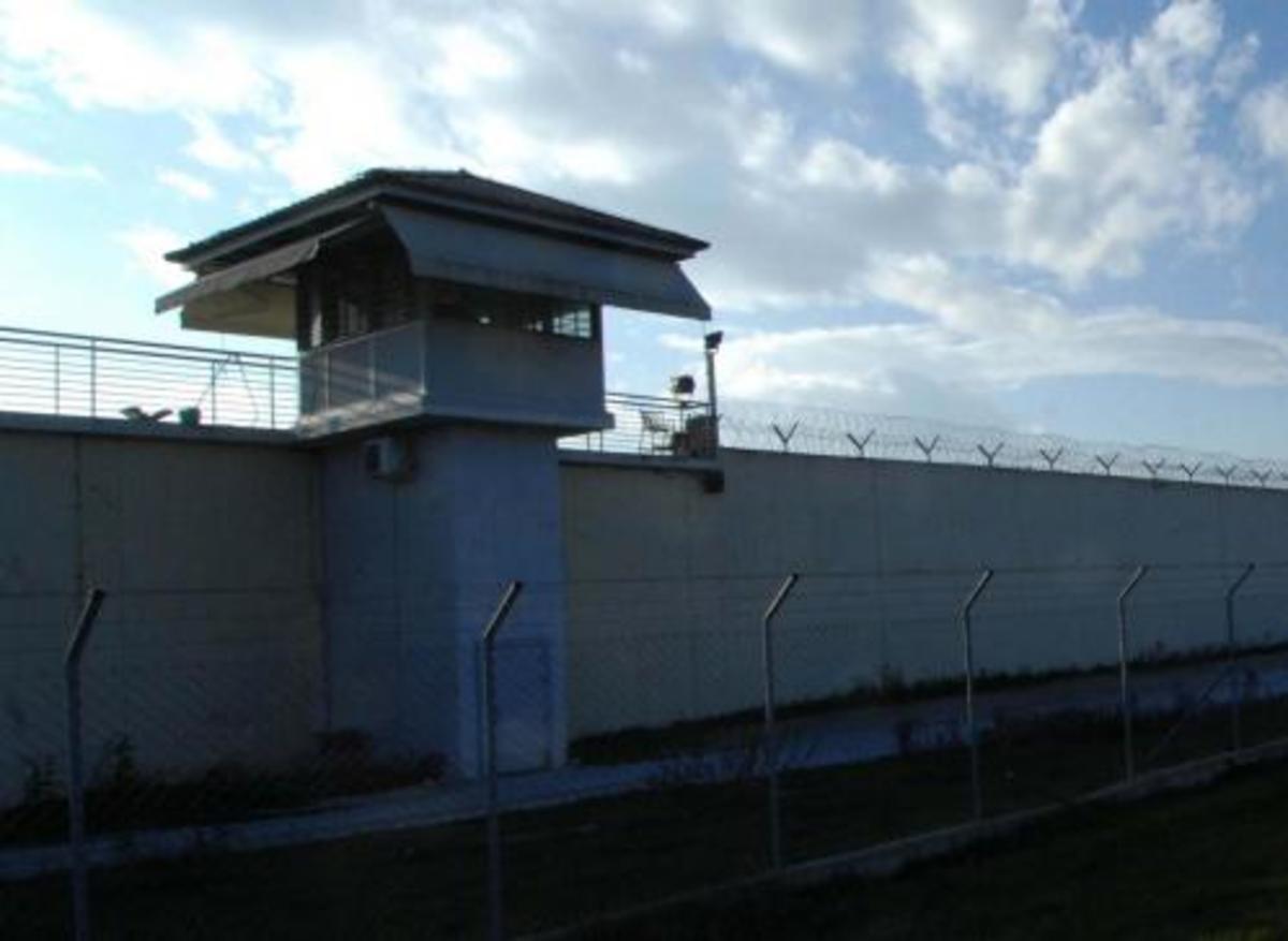 Εκβιασμοί με εντολές… μέσα από τις φυλακές   Newsit.gr