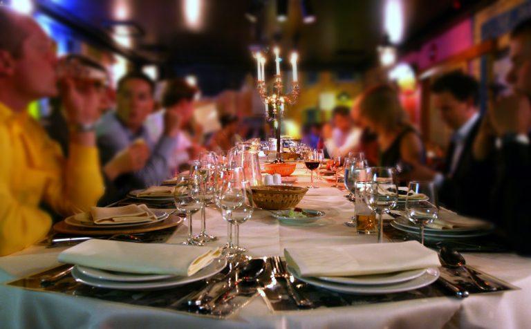 Αχαϊα: Ο χρεωμένος πεθερός δεν σταμάτησε τις ατάκες για τον γαμπρό ούτε στο γαμήλιο τραπέζι… | Newsit.gr