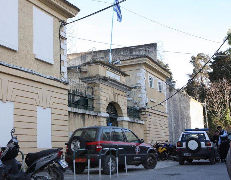 Σε κρίσιμη κατάσταση βαρυποινίτης μετά από συμπλοκή | Newsit.gr