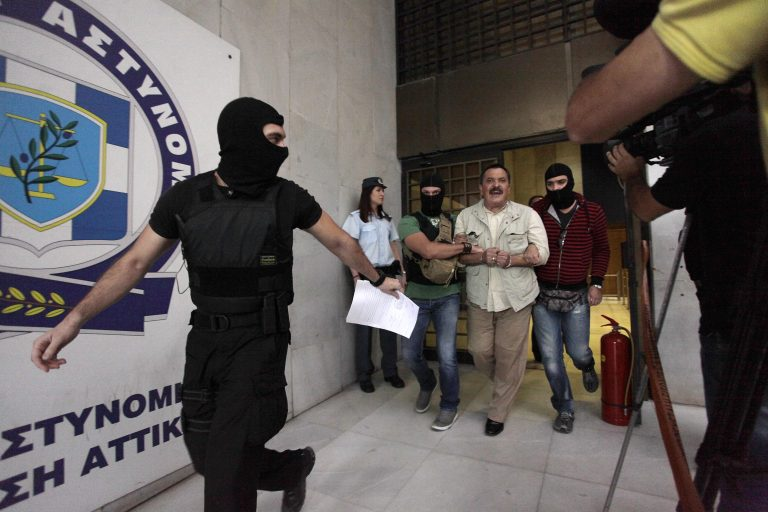 Άλλα 9 εντάλματα σύλληψης χρυσαυγιτών | Newsit.gr