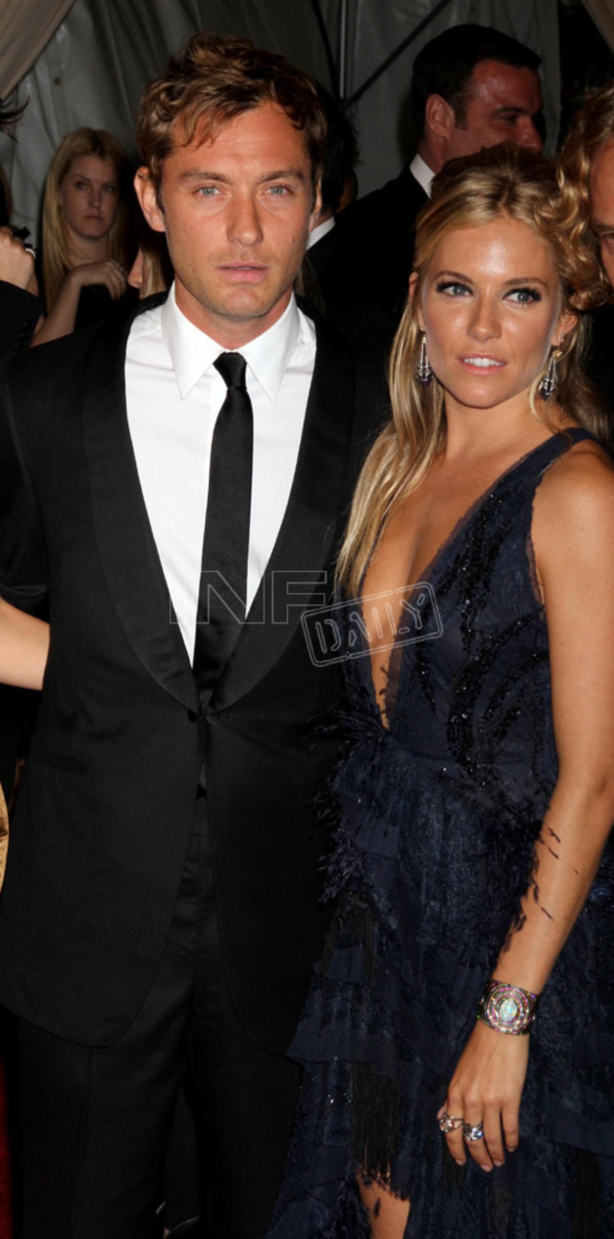 Μαζί εμφανίστηκαν ο Jude Law και η Sienna Miller!   Newsit.gr