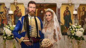 Παντρεύτηκε την αγαπημένη του ο Αντώνης Μαρτσάκης – Κρητικό γλέντι στον γάμο του αγαπημένου καλλιτέχνη [pics, vid]