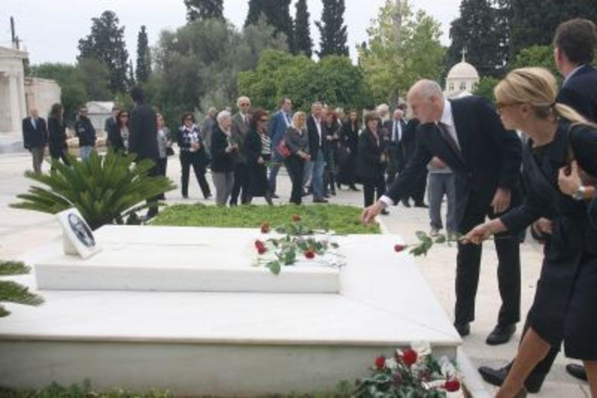 Δηλώσεις του πρωθυπουργού για την τρομοκρατία στο μνημόσυνο του παππού του   Newsit.gr
