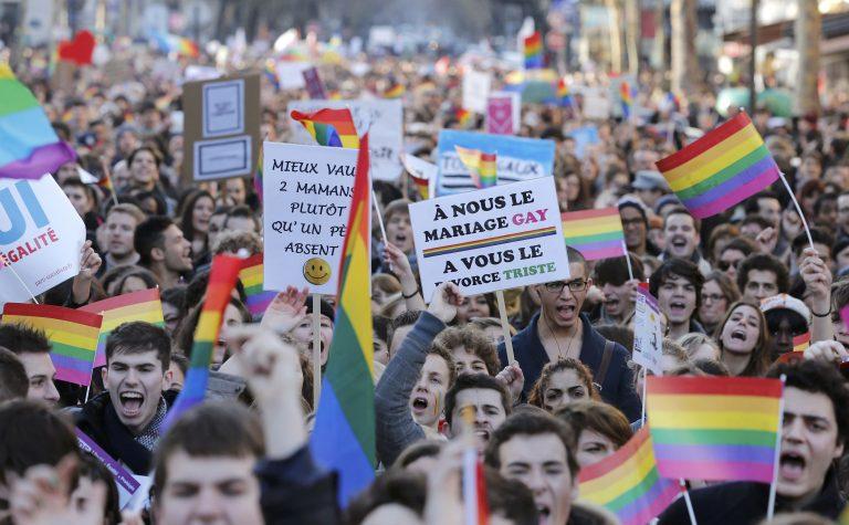 Νόμιμοι στο εξής οι γάμοι μεταξύ ομοφυλοφίλων στη Γαλλία | Newsit.gr