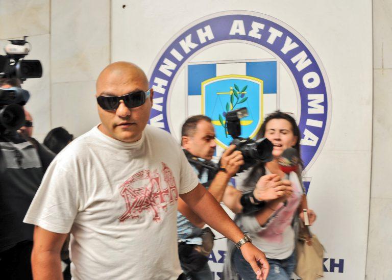 15 Αλβανούς έχει να δουλεύουν στο φούρνο της η σύζυγος του «Καιάδα» – Χρωστάει 470.000 ευρώ στο ΙΚΑ | Newsit.gr