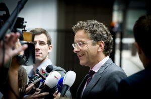 Αποκλείει το κούρεμα του ελληνικού χρέους ο Γερούν Ντάισελμπλουμ
