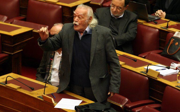Πολιτικά «μαχαιρώματα» μετά τα γκαζάκια και τις σφαίρες! – «Λάδι στη φωτιά» έριξε ο Γλέζος | Newsit.gr