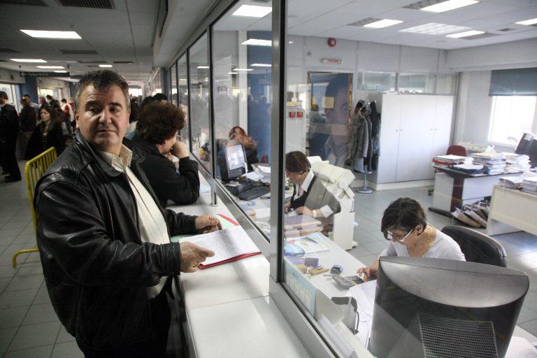 Νέες μειώσεις σε μισθούς και επιδόματα στο Δημόσιο | Newsit.gr