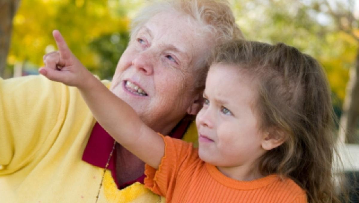 Πως οι γιαγιάδες παχαίνουν τα εγγόνια τους | Newsit.gr