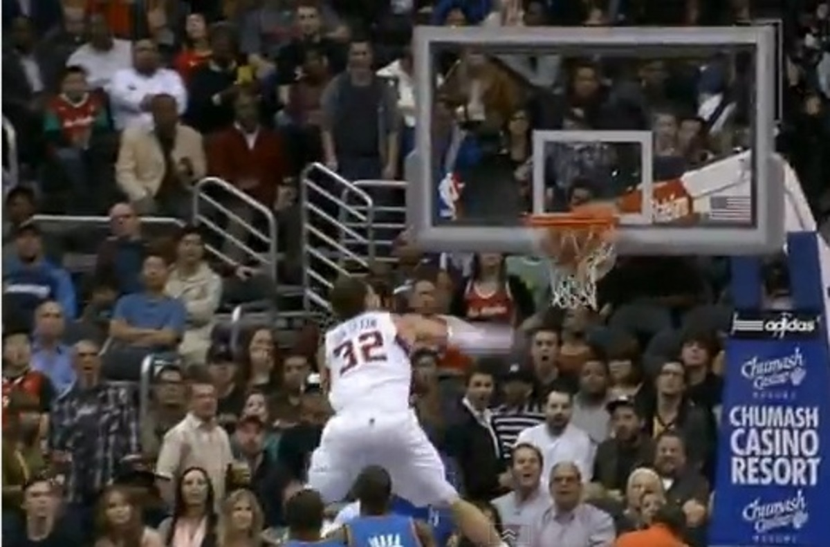 Πετάει, πετάει…ο Γκρίφιν – Το κάρφωμα της χρονιάς στο NBA(VIDEO) | Newsit.gr