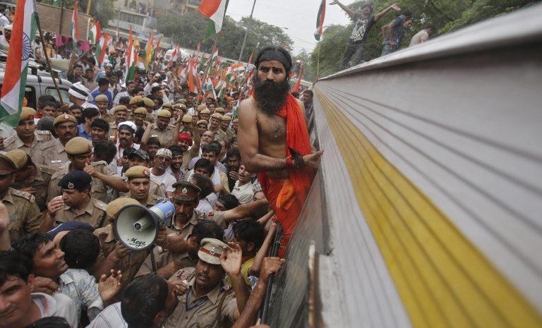 Ινδία: Συνελήφθη γκουρού για διαδήλωση κατά της διαφθοράς | Newsit.gr