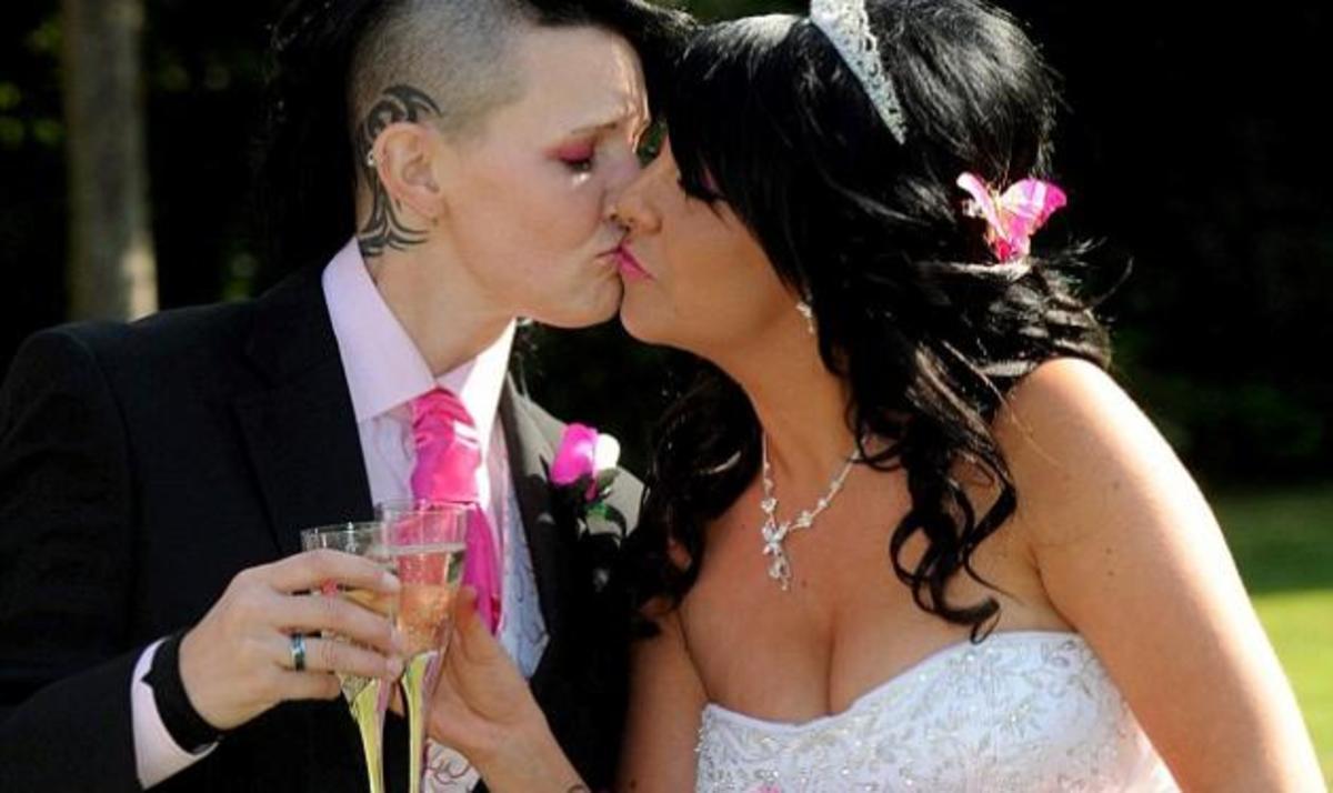 Παράτησε 3 άντρες στην εκκλησία και στο τέλος παντρεύτηκε την γυναίκα που θα γινόταν κουμπάρα της! | Newsit.gr
