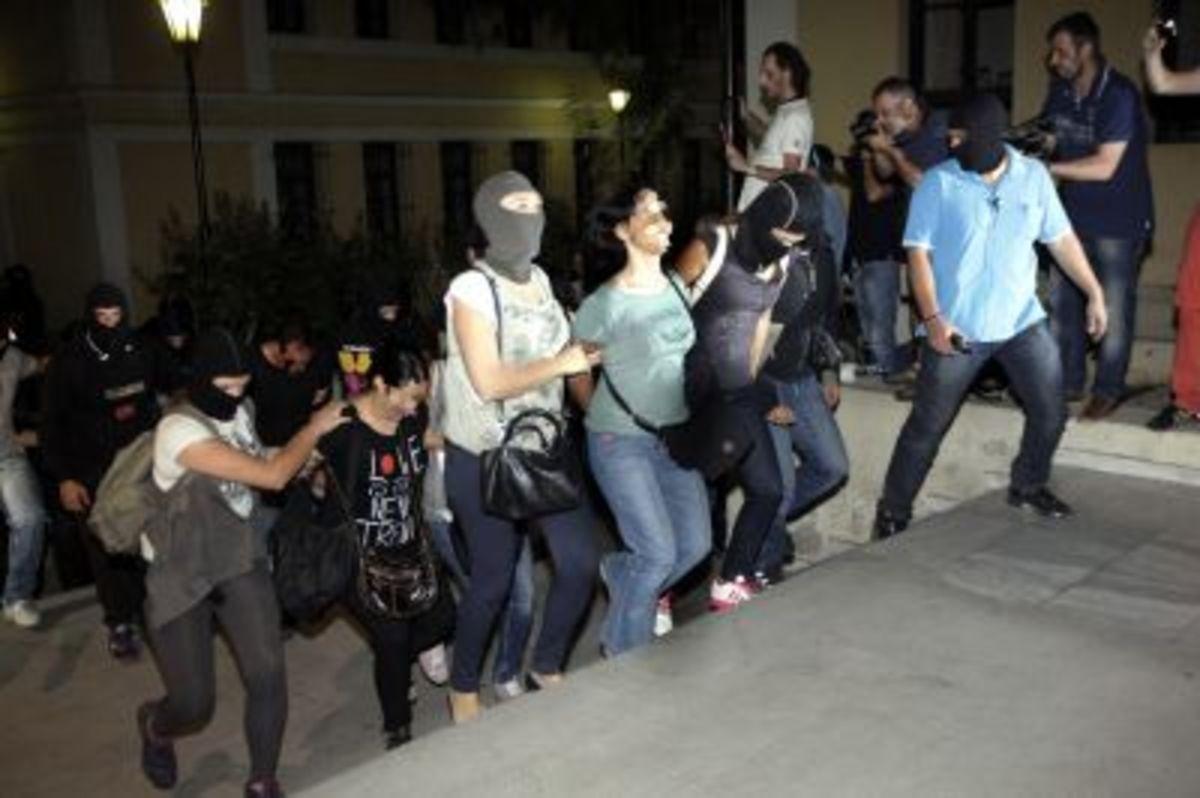 Ποιες είναι οι τρεις γυναίκες που συνελήφθησαν | Newsit.gr