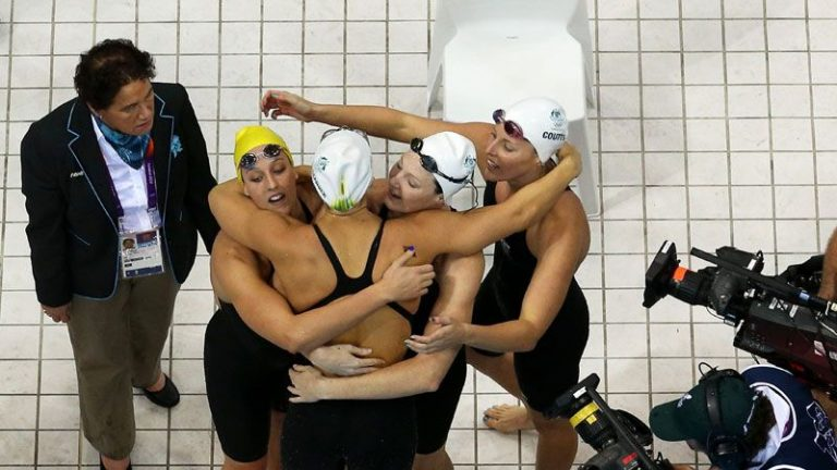 Πρώτες οι Αμερινακές στην κολύμβηση με παγκόσμιο ρεκόρ | Newsit.gr