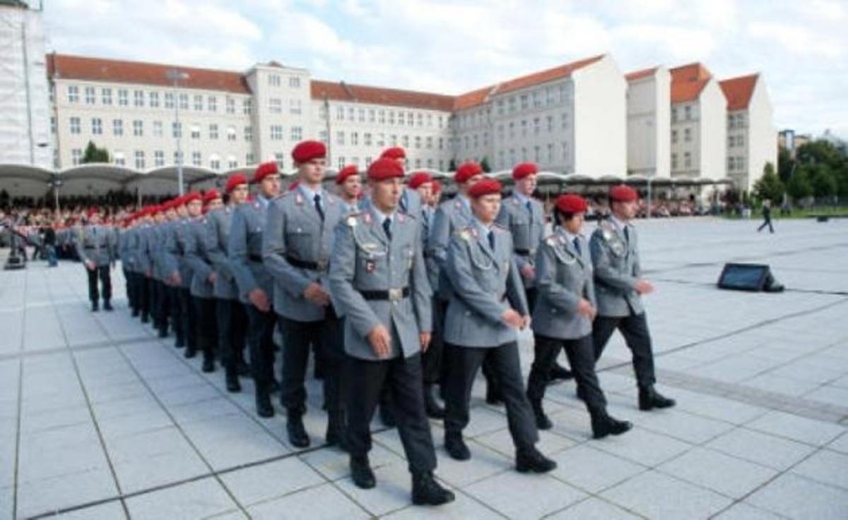 Ελληνική εταιρεία «εξοπλίζει» με έπιπλα το Γερμανικό στρατό   Newsit.gr