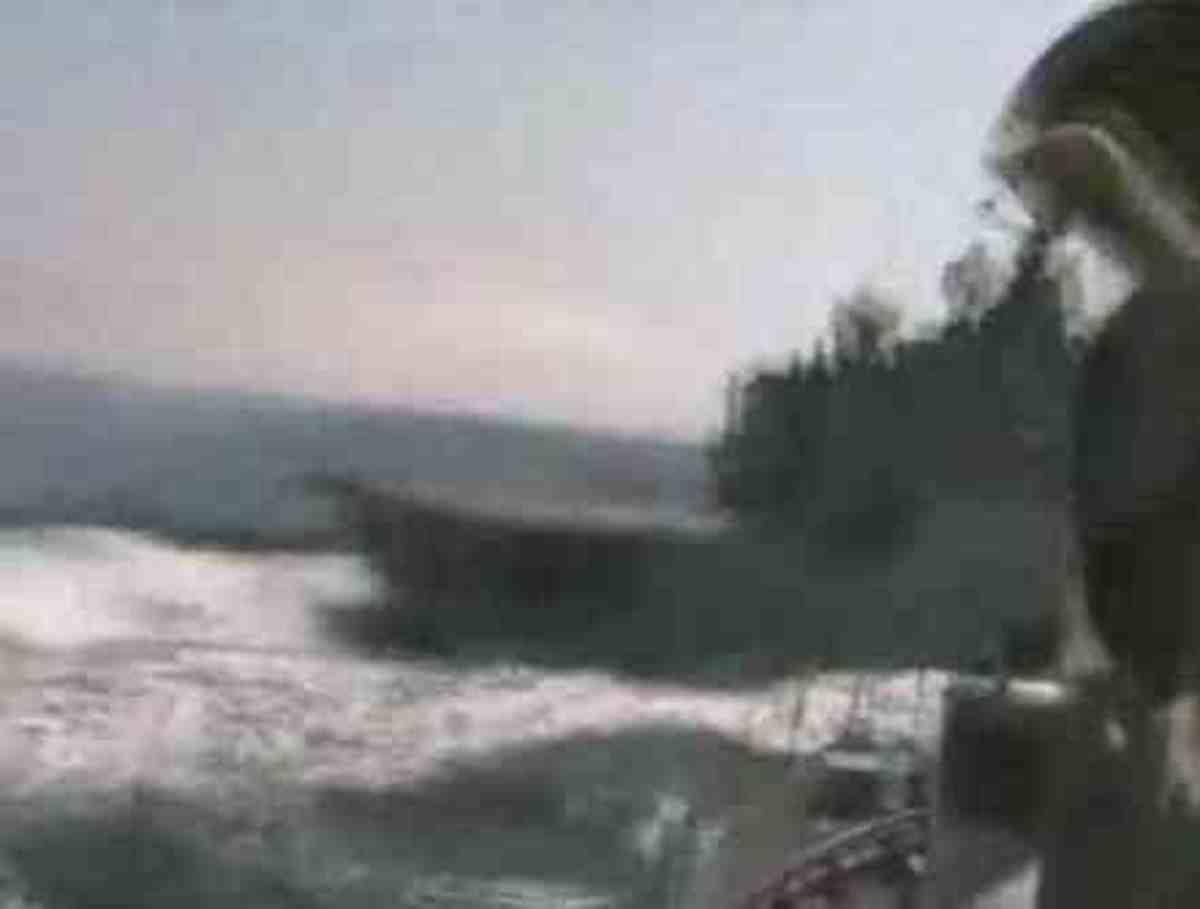 Γερμανός κυβερνήτης για κλάματα!Σύγκρουση πολεμικών πλοίων σε βίντεο!   Newsit.gr