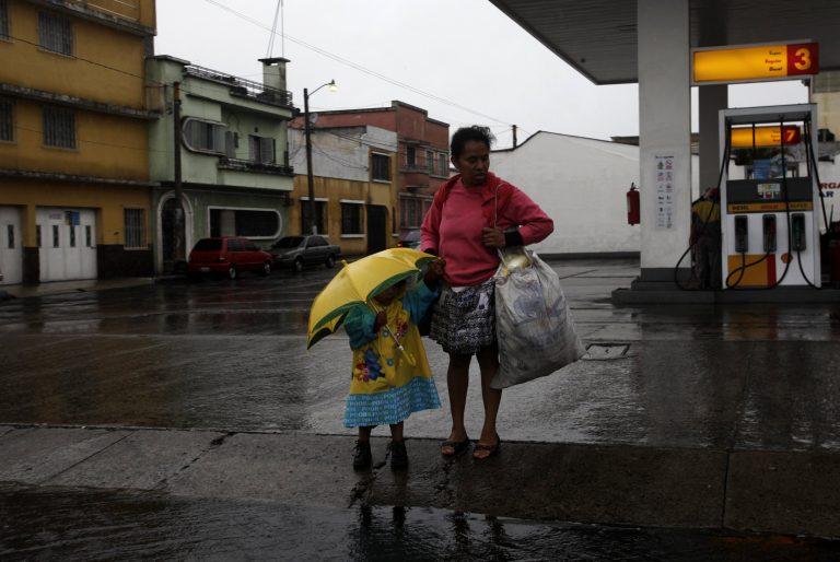 Νεκροί, αγνοούμενοι και χιλιάδες άστεγοι απο τυφώνα | Newsit.gr