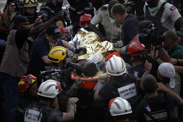 15 μέρες ζωντανή κάτω από τα ερείπια | Newsit.gr
