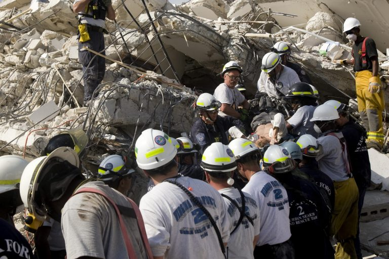 Μεγαλώνει η ένταση για την ανθρωπιστική βοήθεια στην Αϊτή   Newsit.gr